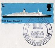 Britische Briefmarke, welche die QE2 ` s Erstreise in 1 gedenkt Lizenzfreie Stockfotos