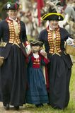 Britische Damen am 225. Jahrestag des Sieges bei Yorktown, eine Wiederinkraftsetzung der Belagerung von Yorktown, wo General Geor Stockbild