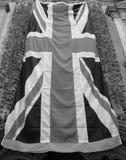BRITISCHE Flagge mit Mohnblumen in Bristol in Schwarzweiss lizenzfreie stockfotografie
