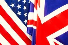 BRITISCHE Flagge und USA-Flagge Beziehungen zwischen Ländern Stockbilder