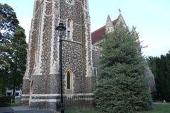 BRITISCHE Kirche mit Turm/Helm stockbilder