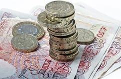 Britische Pfunde Banknoten und Münzen Stockbilder
