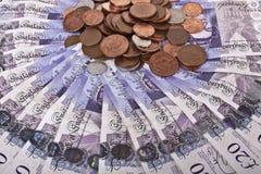 Britische Pfunde Banknoten und Münzen Stockbild