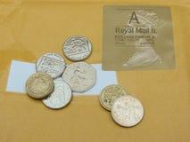 Britische Pfunde und Stempel Stockfotografie