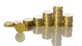 Britische Poundmünzen gestapelt Stockbild