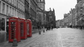 Britische Telefonzellen in Edinburgh, Schottland lizenzfreie stockfotos