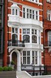 Britische Villa des roten Ziegelsteines Lizenzfreies Stockfoto