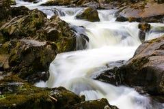 BRITISCHE Wales-Schwalbenwasserfälle Stockfotos