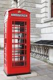 Britischer roter Telefonkasten in London Stockfotos