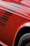 Britisches Auto, Schutzvorrichtung, Rad und Gummireifen der Weinlese Stockfotos