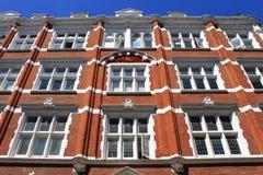 Britisches Gebäude des roten Ziegelsteines Stockfotos