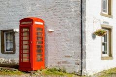 Britisches phonebox und Fernschreiberbüro stockbild