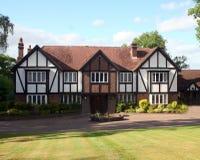 Britisches Tudor Haus Lizenzfreies Stockfoto