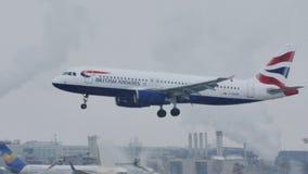 British Airways Aerobus lądowanie na Monachium lotnisku zbiory wideo
