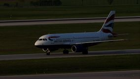 British Airways Aerobus taxiing w Monachium lotnisku, wiosna zbiory