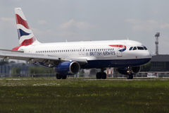 British Airways Airbus A320-232 aircraft landing on the runway Stock Photo
