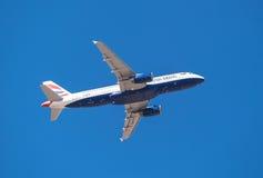 British Airways Airbus 320 está sacando del aeropuerto del sur de Tenerife el 13 de enero de 2016 Imagenes de archivo