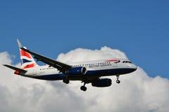 British Airways/Airbus Industrie A 318-321 (G-EUYT) Lizenzfreies Stockbild