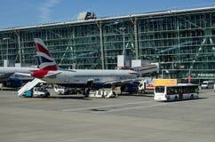 British Airways Airbus no terminal 5 de Heathrow Fotos de Stock Royalty Free