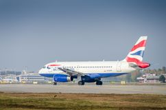 British Airways Airbus A320-200 roulant au sol à l'aéroport du ` s Linate de Milan Photo stock