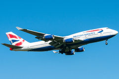 British Airways Boeing 747 durante l'atterraggio Immagini Stock