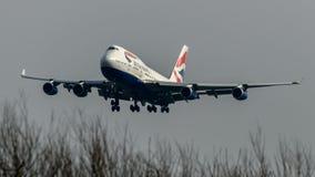 British Airways Boeing 747 som ankommer på den Heathrow flygplatsen Fotografering för Bildbyråer
