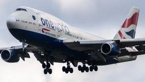 British Airways Boeing 747 som ankommer på den Heathrow flygplatsen Arkivbilder