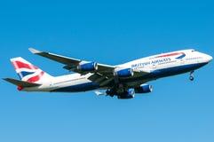 British Airways Boeing 747 under landning Arkivbilder
