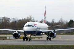 British Airways-Luchtbusa320-200 A320-200 vliegtuigen die op de baan lopen Royalty-vrije Stock Afbeeldingen