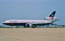 British Airways McDonnell Douglas DC-10-30 G-NIUK som åker taxi för start Arkivfoton