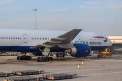 British Airways-Vliegtuigen die bij de Luchthaven van Londen Heathrow in de Zomer worden geparkeerd stock afbeelding