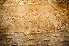 BRITISH MUSEUM - szczegóły od asyryjczyków ściennych pokazuje Egipskich budynków w tle Obraz Stock