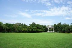 Brits paviljoen in het groene park stock fotografie