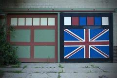 Britse die Vlag op Garagedeur wordt geschilderd Stock Foto