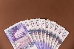 Britse geldachtergrond 20 pondennota's Stock Afbeeldingen