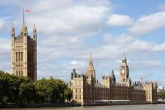 Britse Huizen van het Parlement, Londen, Rivier Theems, Big Ben, landschapsmening, exemplaarruimte Stock Foto's