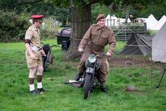 Britse militair op een motocycle Royalty-vrije Stock Afbeelding