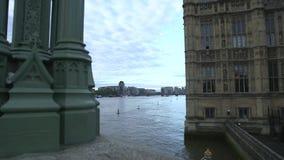 Britse overheid, Huizen van het Parlement, Rivier Theems stock footage