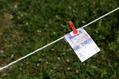 Britse Ponden bankbiljetten met wasknijpers Stock Afbeeldingen