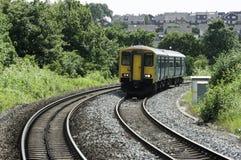 Britse spoorweg/spoorwegtrein in de voorsteden Royalty-vrije Stock Foto