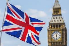 Britse Vlag en de Huizen van het Parlement Stock Foto's