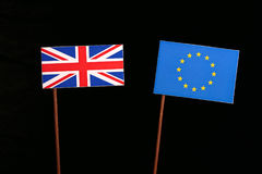 Britse vlag met Europese Unie de vlag van de EU op zwarte Stock Foto