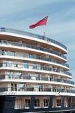 Britse vlag op de achtersteven van veerboot Stock Foto