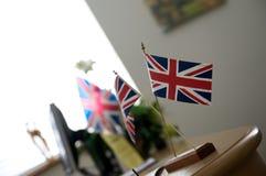 Britse vlaggen op bureau Royalty-vrije Stock Afbeelding