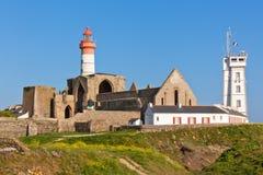 Brittany: Den Sanktt Mathieu fyren och den gammala abbeyen fördärvar Arkivbild