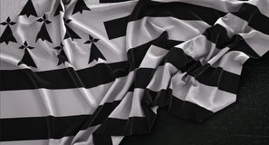 Brittany Flag Wrinkled On Dark bakgrund 3D framför vektor illustrationer