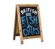 Brittisk fisk och chiper som annonserar den svart tavlan arkivbilder