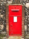 brittisk gammal postbox Arkivbild