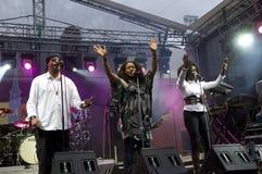 Brittisk musikband inkognito på sommartidfestivalen Royaltyfri Fotografi