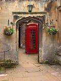 brittisk röd telefon för ask Arkivbilder